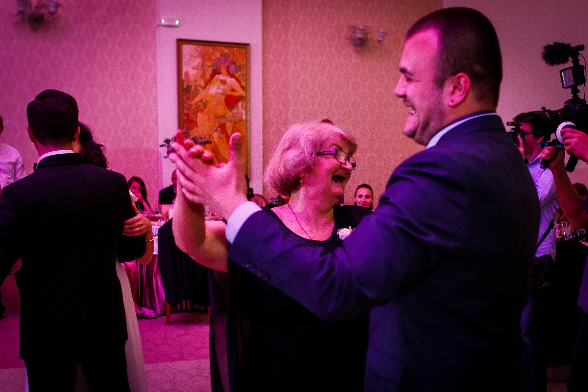 nuntă Salon Elisabeta - Elena şi Costin - Mihai Zaharia Photography - 056