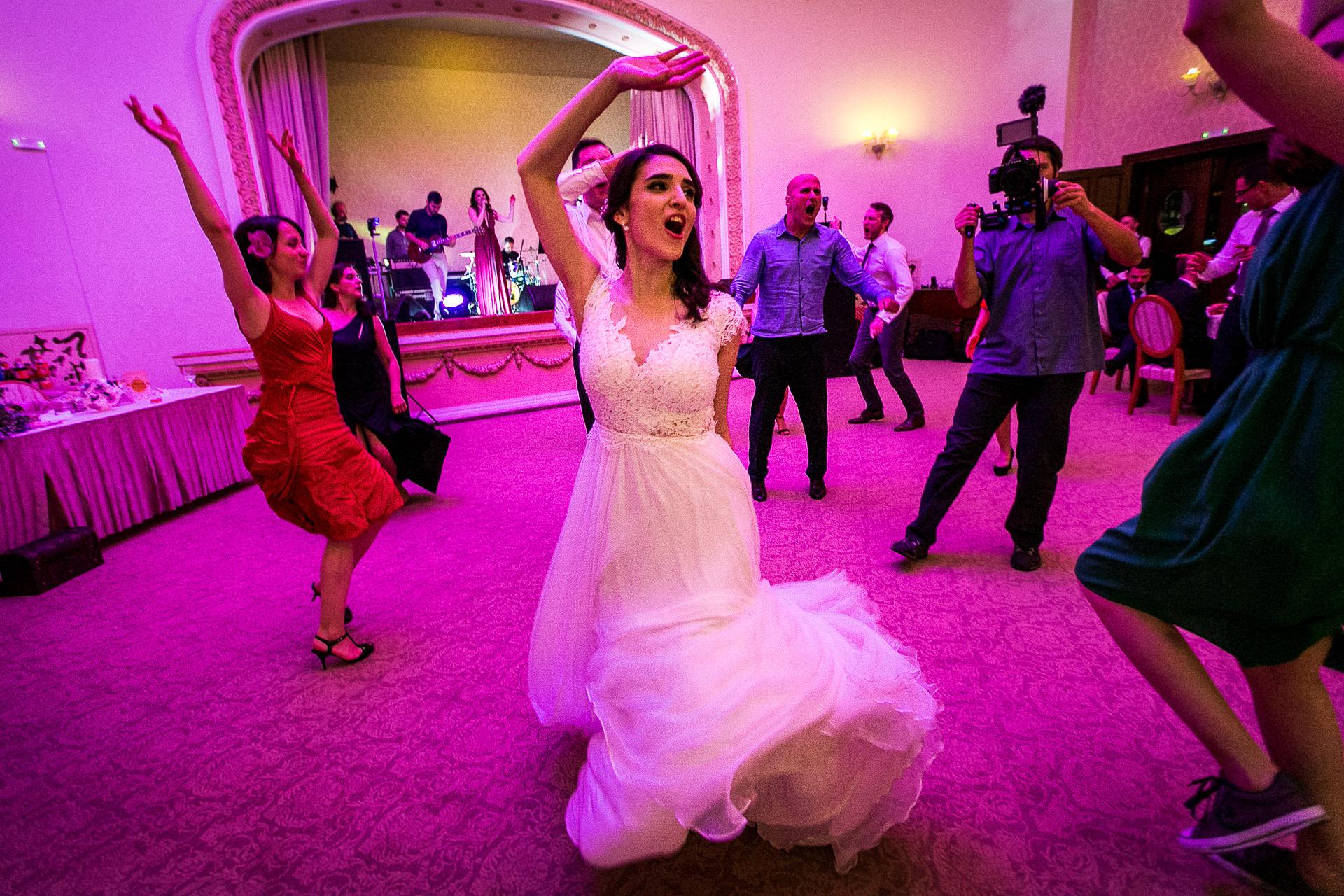 nuntă Salon Elisabeta - Elena şi Costin - Mihai Zaharia Photography - 098