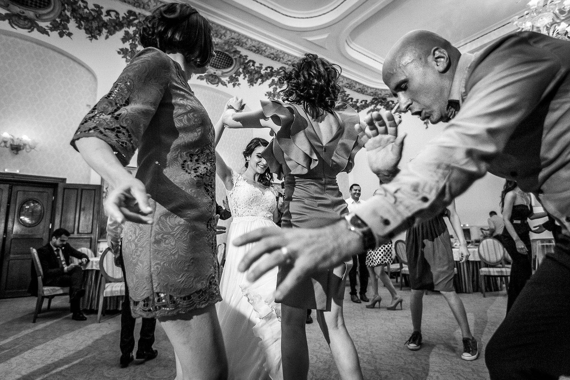 nuntă Salon Elisabeta - Elena şi Costin - Mihai Zaharia Photography - 100