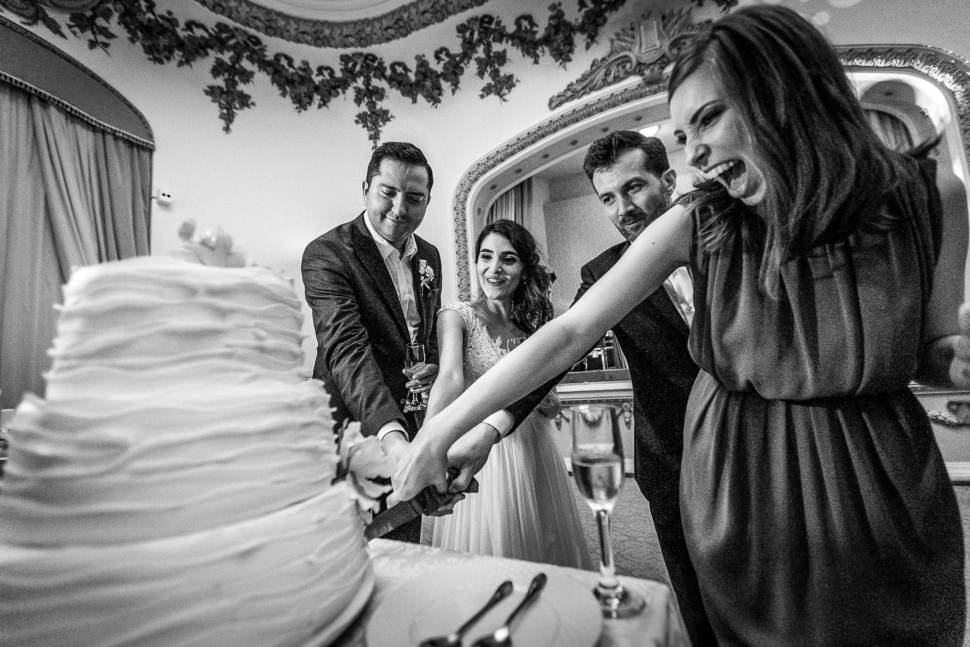 nuntă Salon Elisabeta - Elena şi Costin - Mihai Zaharia Photography - 102