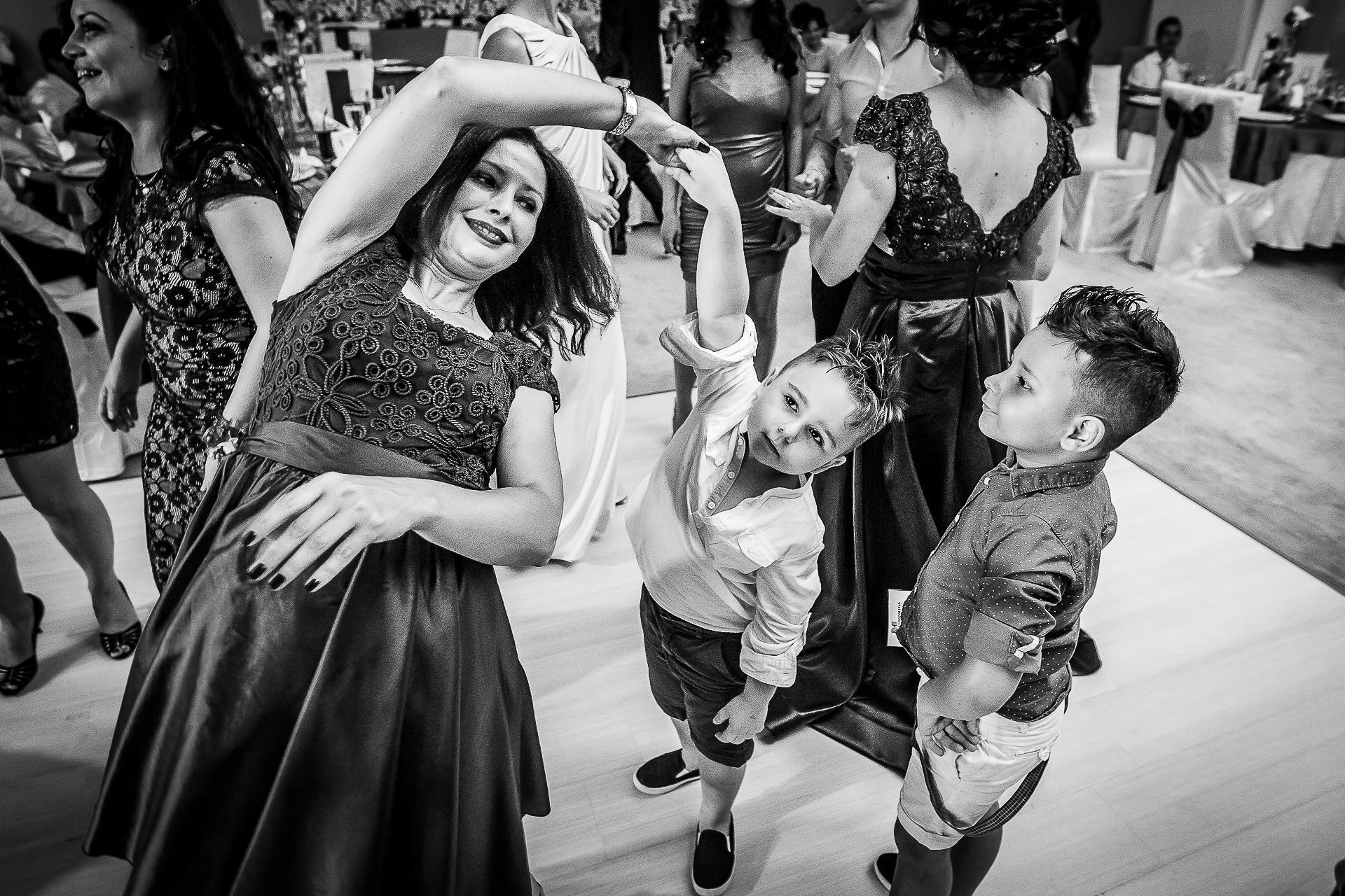 Fotograf nuntă Bucureşti - Biserica Militara Sfântul Mina + Metropolitan Club and Events - Marinela şi Pasquale - Mihai Zaharia Photography - 59