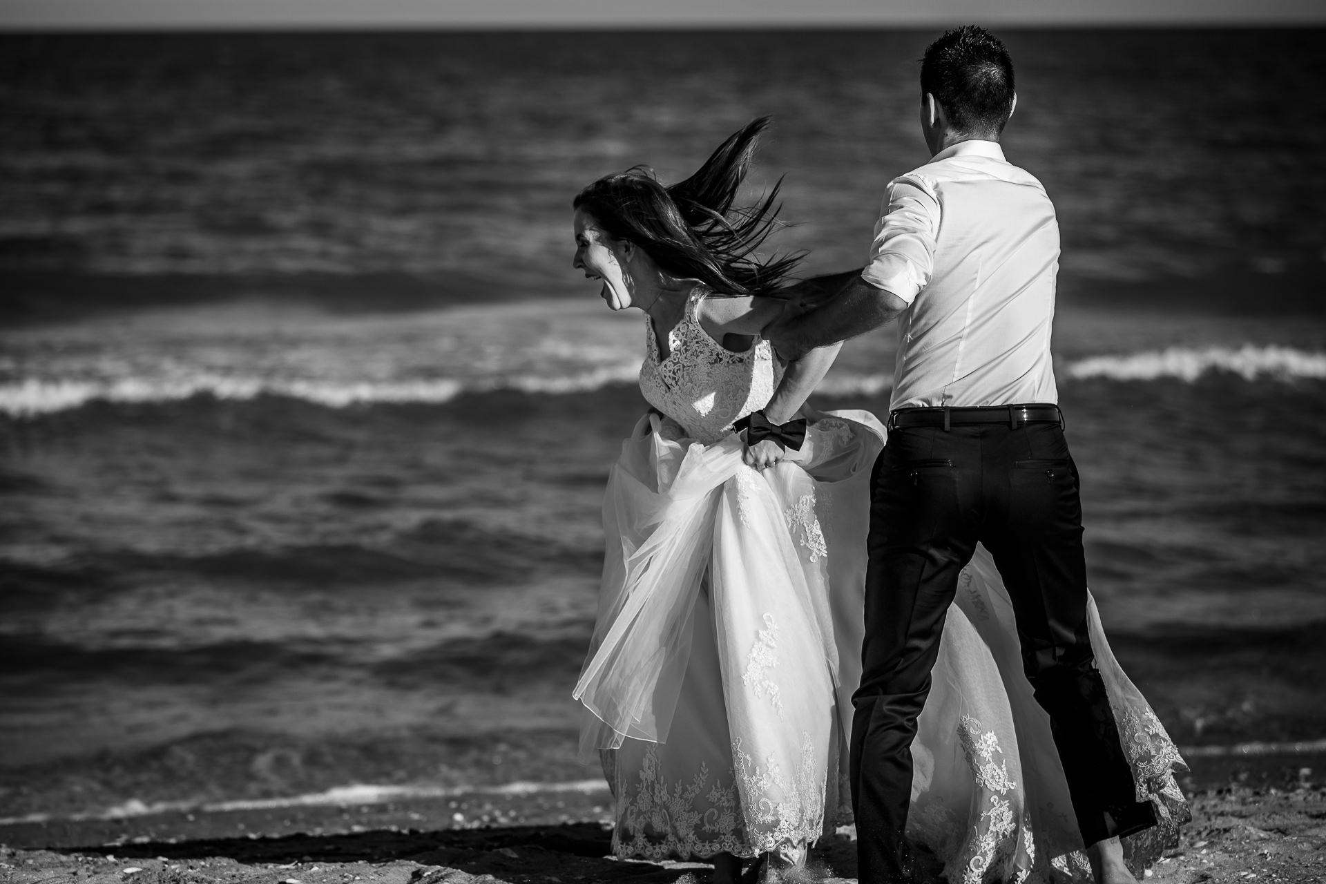 Şedinţă foto Trash The Dress - Vadu + Midia - Mihaela şi Alexandru - Mihai Zaharia Photography - 06